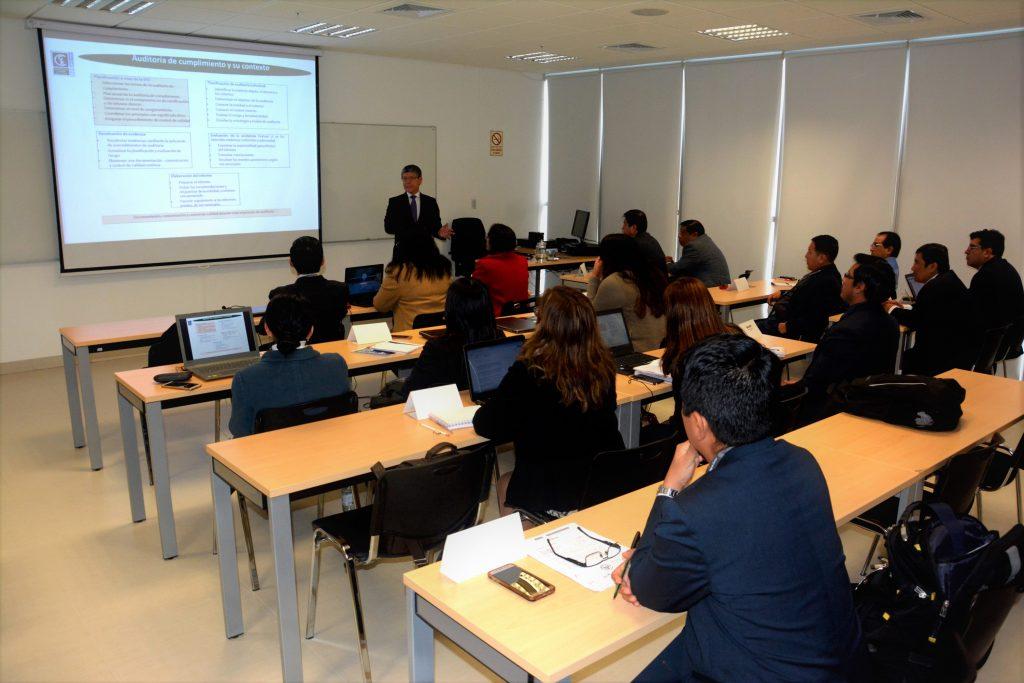 Expertos pertenecientes a EFS de la OLACEFS capacitan a estudiantes de la Maestría en Control Gubernamental en la EFS del Perú